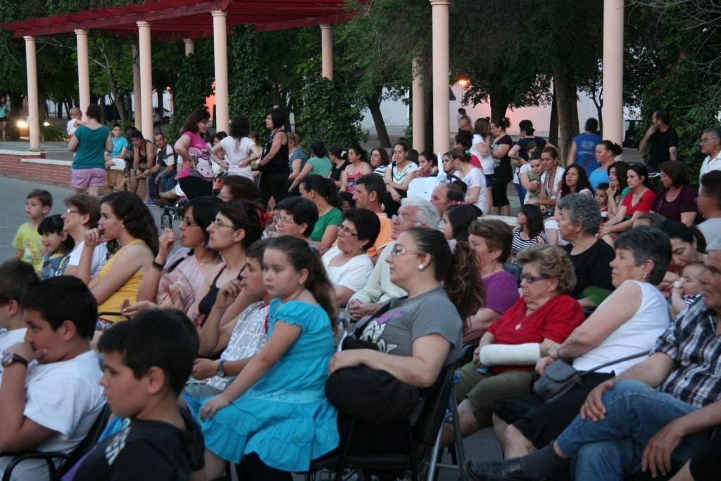 15.5.12@Marinaleda - town people for the show Precipito